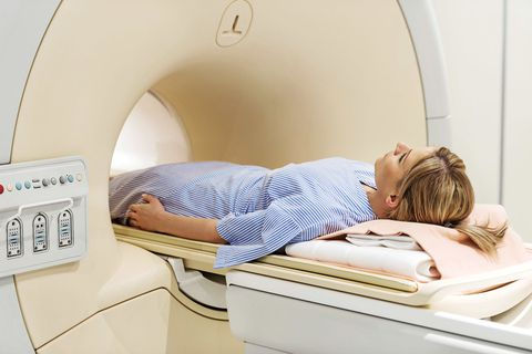 ženska getting cat scan