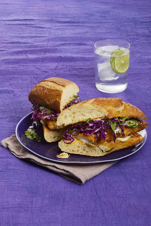 Хрустљав Fish Sandwiches with Honey-Lime Slaw 30-Minute Meal